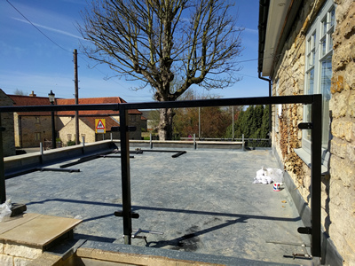 Ext. Day. Pub. Beginning construction of the edge-protection glazed screen for the flat roof.