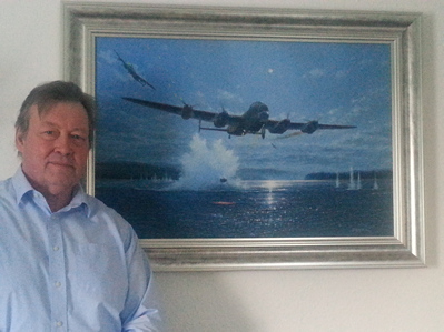 Simon Atack, Aviation Artist with his painting, Hopgood's Courageous Run